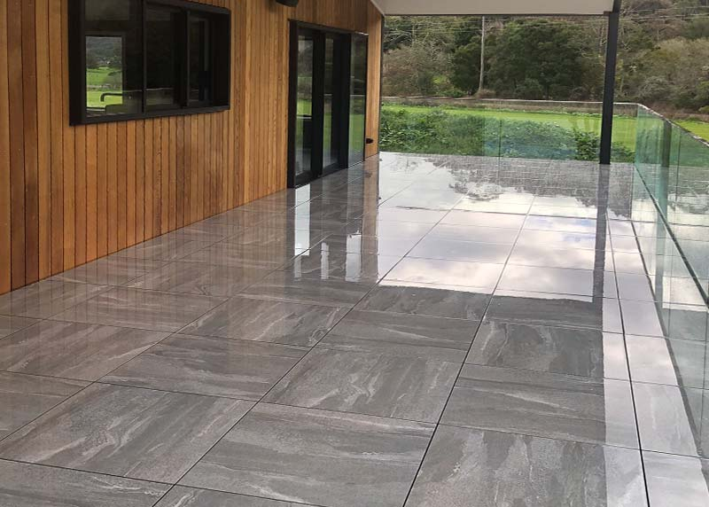 The neutral colour of these tiles installed on nurajacks allow the timber and forest environment to be the highlight