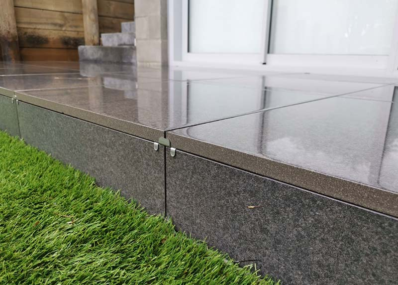 This exterior step is heald together with the Nurajack tile slip